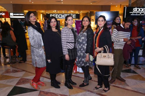 Rabia Usman with Bloggers
